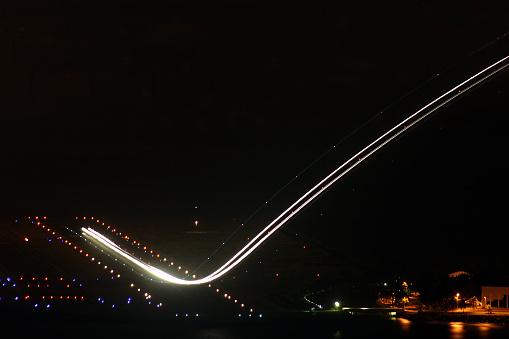 Hairpin Curve「Airplane during takeoff」:スマホ壁紙(10)