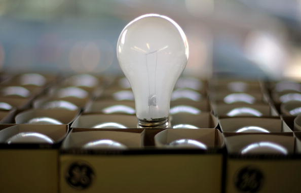 Light Bulb「California Lawmaker Considers Bill Banning Conventional Light Bulbs」:写真・画像(7)[壁紙.com]