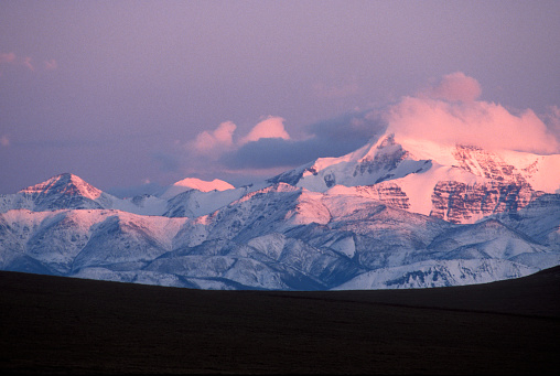 Arctic National Wildlife Refuge「Alpenglow on Mount Chamberlin in the Romanozov Mountains」:スマホ壁紙(9)