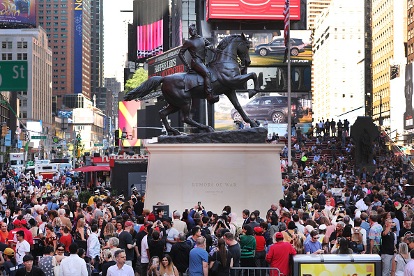 """Sculpture「Sculpture By Artist Kehinde Wiley Titled """"Rumors Of War"""" Unveiled In Times Square」:写真・画像(4)[壁紙.com]"""