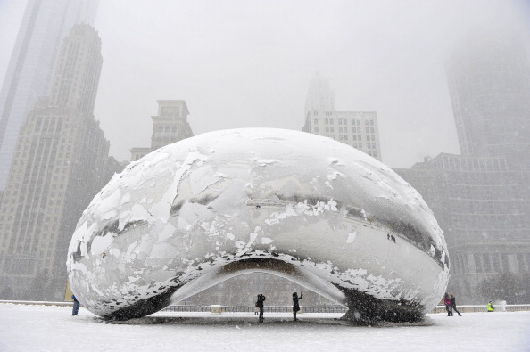 雪「Late Season Midwest Winter Storm Brings Snow To Chicago」:写真・画像(15)[壁紙.com]