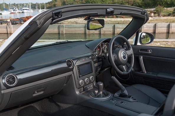 Mazda「2014 Mazda MX5 Roadster Coupe」:写真・画像(17)[壁紙.com]