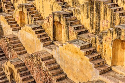 Rajasthan「Famous Indian stepwell near Jaipur, Rajasthan」:スマホ壁紙(9)