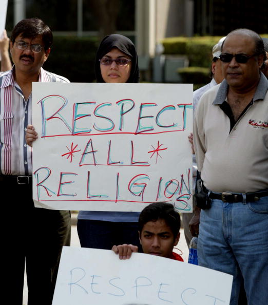 James Nielsen「Muslims Protest Interview Of Jerry Falwell On 60 Minutes」:写真・画像(3)[壁紙.com]