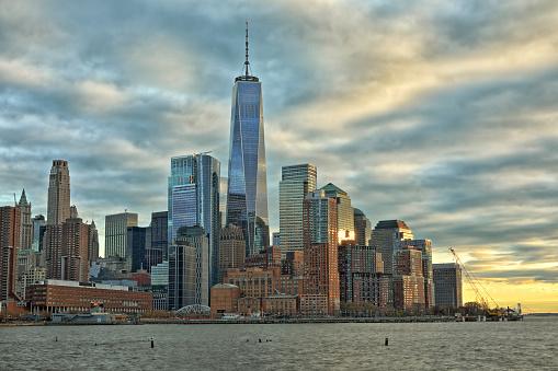 Hudson River Park「View at Downtown Manhattan with One World Trade Center at dusk」:スマホ壁紙(13)