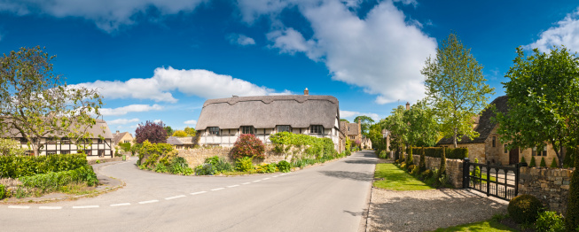 Gloucestershire「Tranquil summer village street pretty thatched cottages luxury homes panorama」:スマホ壁紙(10)
