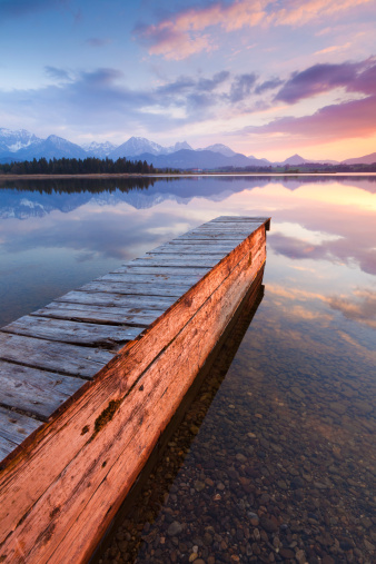 Eco Tourism「tranquil sunset at lake hopfensee, bavaria with jetty, boat, germany」:スマホ壁紙(18)