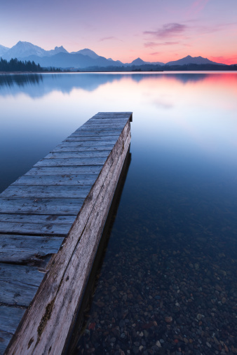 Eco Tourism「tranquil sunset at lake bannwaldsee with jetty, bavaria - germany」:スマホ壁紙(19)