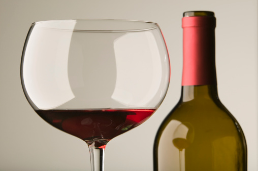 Wine Bottle「Red wine in glass with bottle, close up」:スマホ壁紙(9)