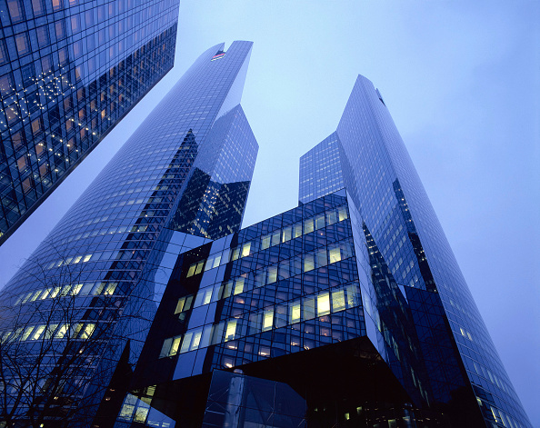 Sky「Sky scrapers in Paris business district of La Defense」:写真・画像(13)[壁紙.com]