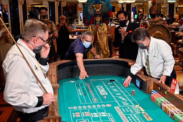 Las Vegas「Nevada Casinos Reopen For Business After Closure For Coronavirus Pandemic」:写真・画像(14)[壁紙.com]