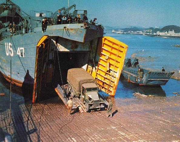 Color Image「Landing Ship Tank」:写真・画像(6)[壁紙.com]