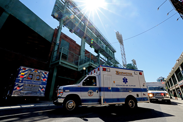 Massachusetts「Convoy Of Ambulances Travels From Hospital To Fenway Park Honoring EMS Workers」:写真・画像(11)[壁紙.com]
