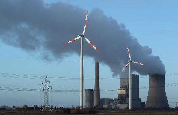 Pivot「Wind Turbines And Coal-Fired Electric Plant」:写真・画像(2)[壁紙.com]