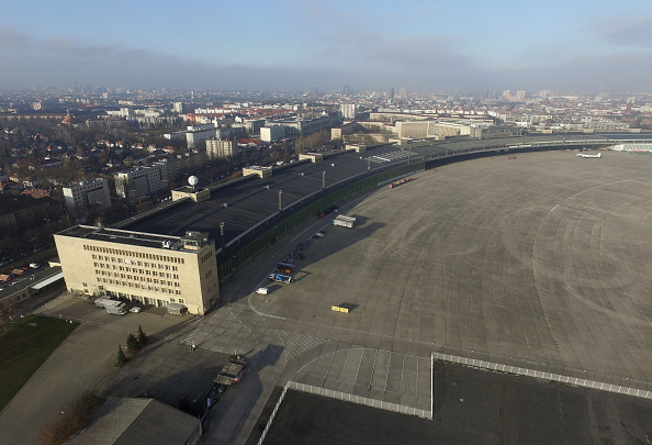 High Angle View「Tempelhof To Possibly House More Migrants」:写真・画像(5)[壁紙.com]