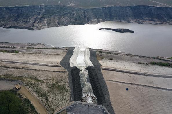Sean Gallup「Former Coal Mine Flooded To Create Artificial Lake」:写真・画像(0)[壁紙.com]