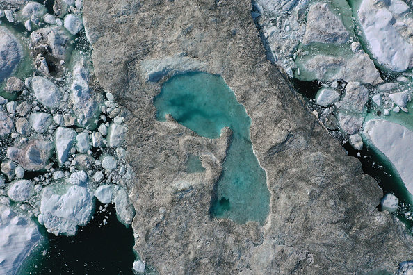 Melting「Western Greenland Hit By Unseasonably Warm Weather」:写真・画像(3)[壁紙.com]