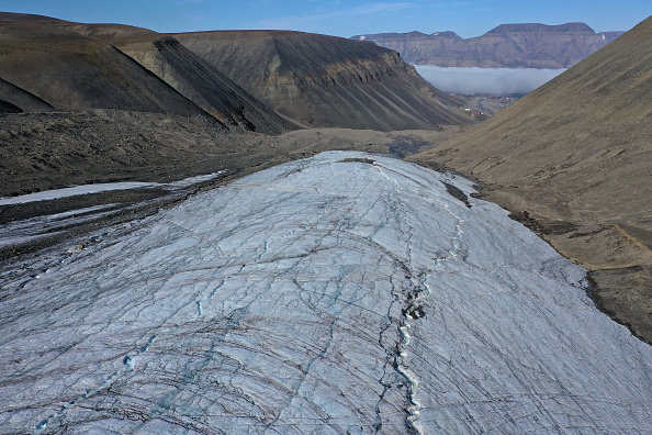Melting「Summer Heat Wave Hits Svalbard Archipelago, Far North Of The Arctic Circle」:写真・画像(17)[壁紙.com]