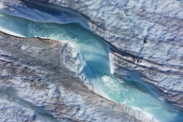 Melting「Summer Heat Wave Hits Svalbard Archipelago, Far North Of The Arctic Circle」:写真・画像(7)[壁紙.com]
