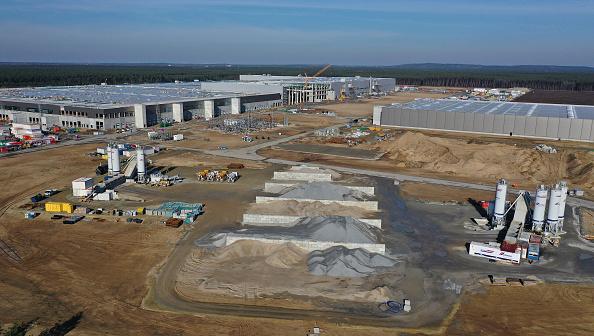Construction Site「Construction Continues At New Tesla Factory」:写真・画像(10)[壁紙.com]