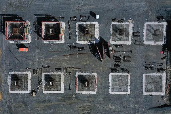 Construction Site「Aerial Views Of New Tesla Gigafactory Construction Site」:写真・画像(8)[壁紙.com]