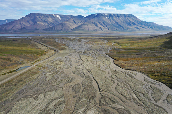 Mountain「Summer Heat Wave Hits Svalbard Archipelago, Far North Of The Arctic Circle」:写真・画像(10)[壁紙.com]