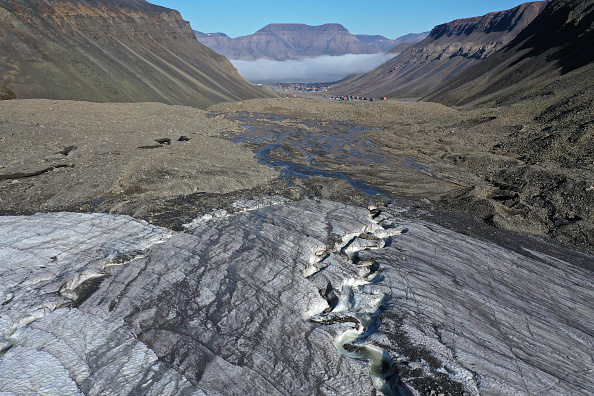 Mountain「Summer Heat Wave Hits Svalbard Archipelago, Far North Of The Arctic Circle」:写真・画像(15)[壁紙.com]
