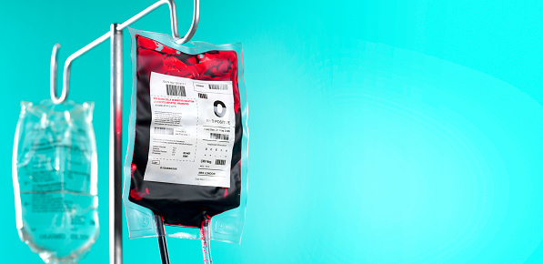 Healing「IV blood bag and saline drip on hospital stand with copy space」:スマホ壁紙(3)