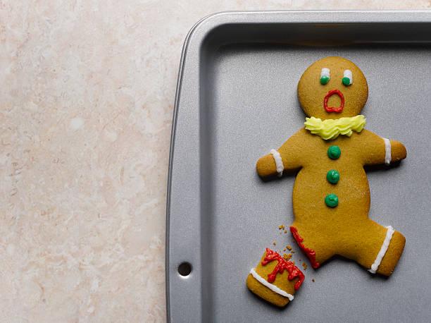 Gingerbread man with broken leg on baking sheet, close-up:スマホ壁紙(壁紙.com)