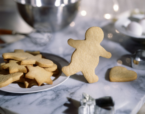 Runaway「Gingerbread man escaping」:スマホ壁紙(12)