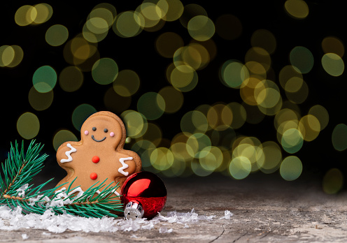 Biscuit「Gingerbread Man on a Bokeh Background」:スマホ壁紙(18)