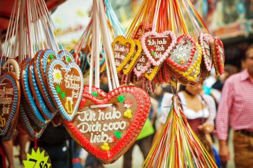 Oktoberfest「Gingerbread hearts at the Oktoberfest」:スマホ壁紙(19)