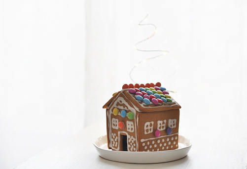 Gingerbread Cookie「Gingerbread house on plate」:スマホ壁紙(16)