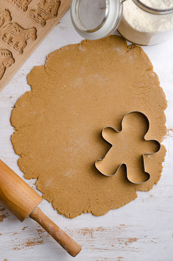 Gingerbread Cookie「Gingerbread dough with gingerbread man cookie cutter」:スマホ壁紙(2)