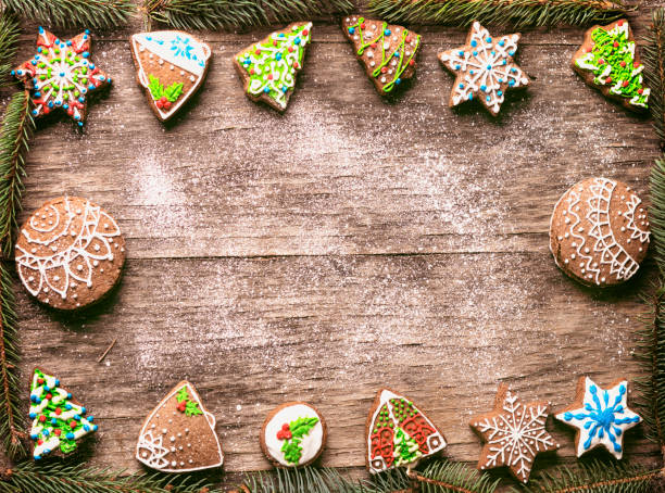 Gingerbread Christmas cookies pine branches frame on wooden table:スマホ壁紙(壁紙.com)