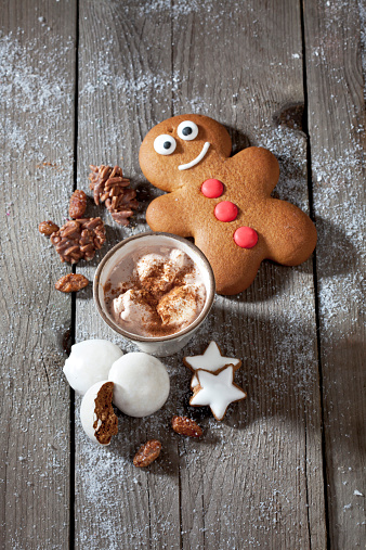 Gingerbread Cookie「Gingerbread man, Christmas cookies and a mug of cocoa with cream on grey wood」:スマホ壁紙(18)