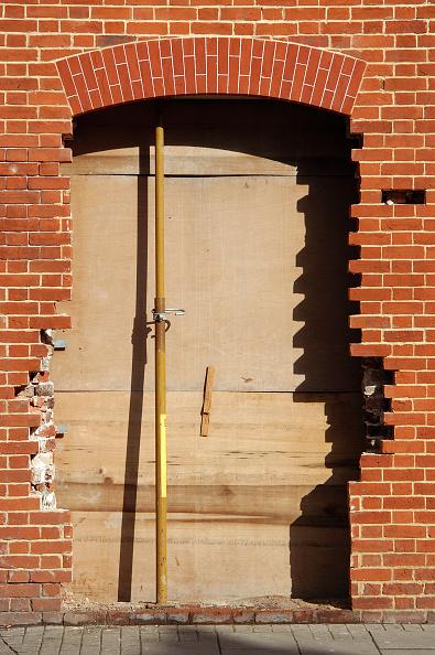 Brick Wall「Blocked entrance of a building under refurbishment」:写真・画像(9)[壁紙.com]