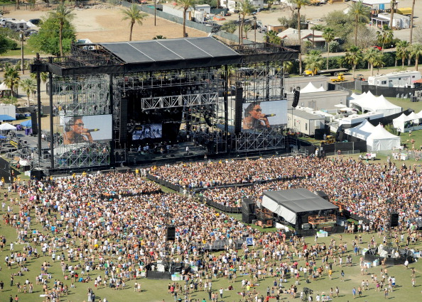 High Angle View「Coachella Valley Music & Arts Festival 2011 - Day 3」:写真・画像(4)[壁紙.com]