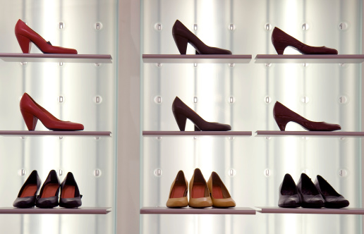 Fashion「Shoes on display」:スマホ壁紙(17)