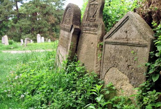 Cemetery「Romanian Town Celebrates Dracula History」:写真・画像(12)[壁紙.com]