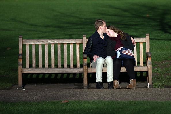 Couple - Relationship「People Enjoy The Unseasonably Warm Weather During The Festive Season」:写真・画像(10)[壁紙.com]