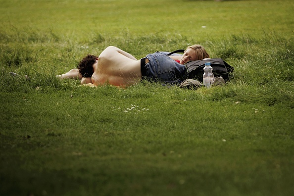 Grass「Britains Head To City Parks To Enjoy The Weather」:写真・画像(0)[壁紙.com]