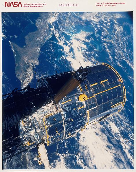 Hubble Space Telescope「Deployment of the Hubble Space Telescope, 1990.」:写真・画像(7)[壁紙.com]