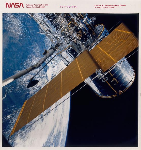 Hubble Space Telescope「Deployment of the Hubble Space Telescope, 1990.」:写真・画像(6)[壁紙.com]