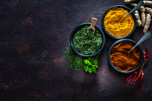 Condiment「Spices: Turmeric, pepper powder and dried parsley shot from above」:スマホ壁紙(18)