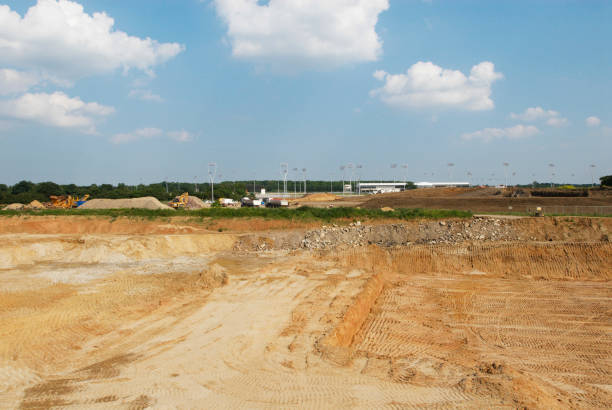 Land excavated for the construction of the Great Leighs racecourse, Essex, UK:ニュース(壁紙.com)