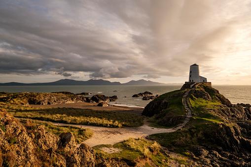 Beacon「Llanddwyn Island, Anglesey, Wales with Obsolete Lighthouse」:スマホ壁紙(1)