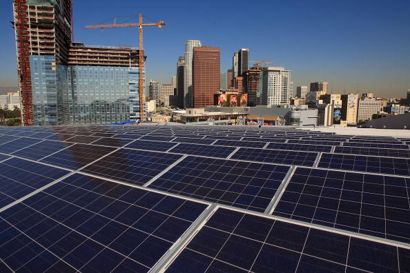 Financial District「Schwarzenegger Speaks As Solar Power Project Finished Atop Staples Center」:写真・画像(14)[壁紙.com]