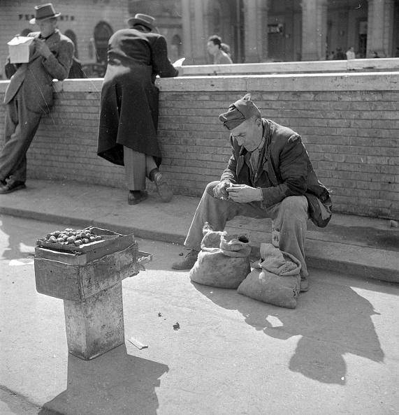 Postwar「Roasting Chestnuts」:写真・画像(9)[壁紙.com]