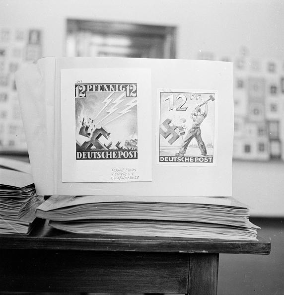 Fred Ramage「Anti-Nazi Stamps」:写真・画像(3)[壁紙.com]